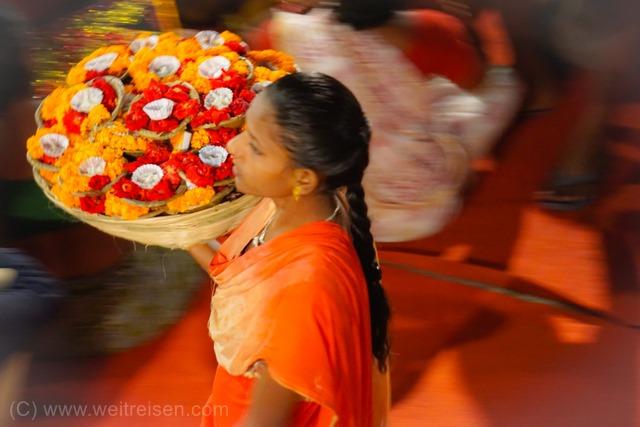 Varanasi, die heilige Stadt am Ganges, Hinduismus, Abendliche Rituale am Ganges