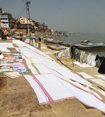 Varanasi, die heilige Stadt am Ganges, Hinduismus, Wäsche waschen im Ganges
